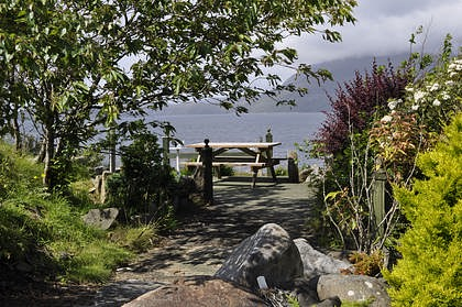 Pier House Self Catering in Elgol - picnic table in garden with views of Cuillins